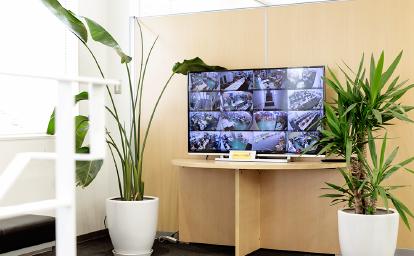 24時間稼働監視カメラを社内に設置