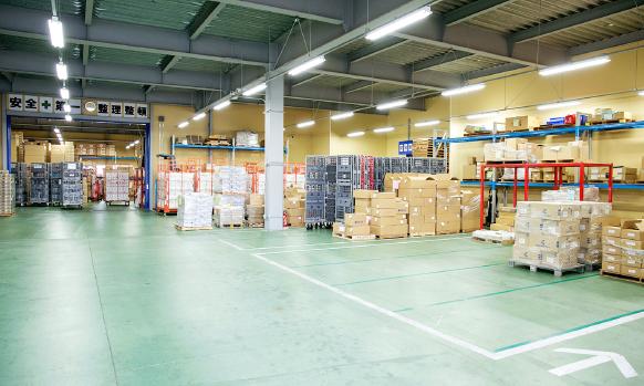 100パレット以上の物量にも対応できる倉庫